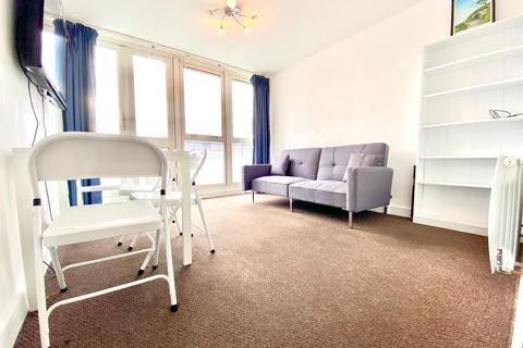 3 bedroom flat to rent - Clipstone Street, London