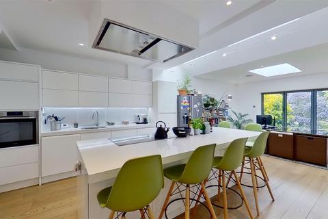 4 bedroom end of terrace house for sale - Longstaff Crescent, London