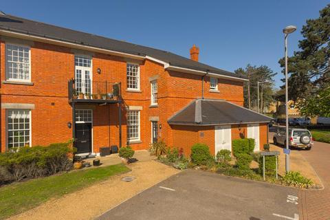 2 bedroom flat for sale - Glanville Way, Epsom