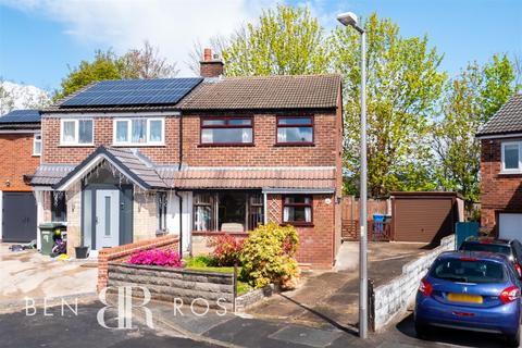3 bedroom semi-detached house for sale - Kirkstall Close, Chorley