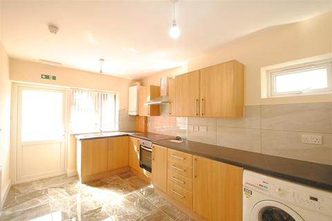 3 bedroom flat to rent - Willoughby Road, Turnpike Lane, London