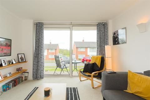 2 bedroom maisonette for sale - Rosemead Close, Redhill