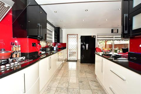 4 bedroom semi-detached house for sale - Raymere Gardens, London