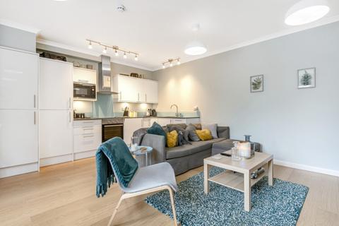 2 bedroom flat to rent - Ravenscourt Avenue London W6