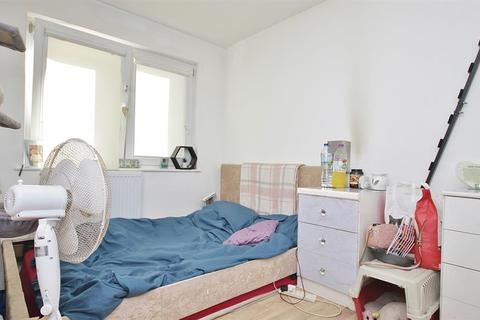 1 bedroom in a house share to rent - Ripon Gardens, Ilford, IG1 3SL