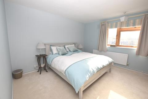 2 bedroom flat to rent - Thorburn Square London SE1
