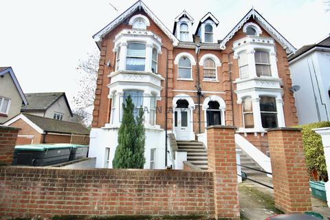 Studio to rent - Avenue Crescent, Acton, London, W3
