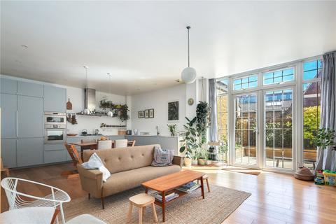 3 bedroom flat to rent - Furrow Lane, London, E9