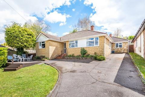 4 bedroom bungalow for sale - Roberts Close, Kings Worthy, Winchester, Hampshire, SO23