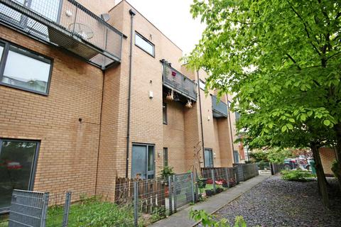 3 bedroom terraced house for sale - Betsham Street, Manchester