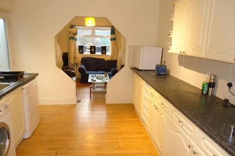 5 bedroom terraced house to rent - Dogfield Street, Cathays, Cardiff