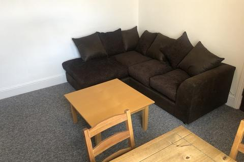 3 bedroom flat to rent - Inverness Place, Roath, Cardiff