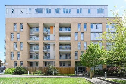 3 bedroom apartment to rent - Coral Apartments Salton Square E14
