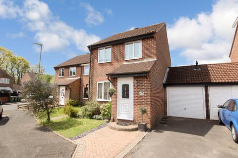 3 bedroom semi-detached house for sale - The Hurdles,Fareham,PO14 4AN