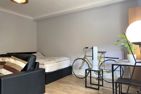 Studio to rent - Carronade House, 121 Wapping High Street, London, E1W