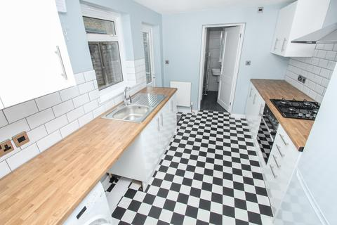 3 bedroom terraced house to rent - Worsley Road, Leytonstone, London