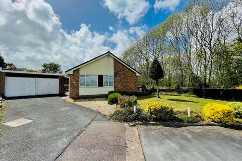 2 bedroom detached bungalow for sale - Chichester Close, Exmouth