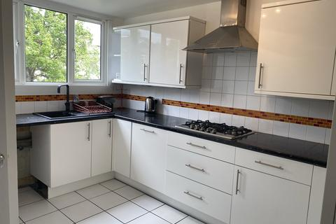 3 bedroom maisonette to rent - Acacia Road, Wood Green N22