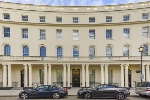 2 bedroom flat to rent - Park Crescent, London