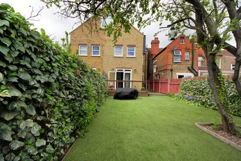 2 bedroom apartment to rent - The Avenue, W13