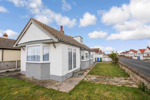 2 bedroom detached bungalow for sale - Green Lanes, Prestatyn