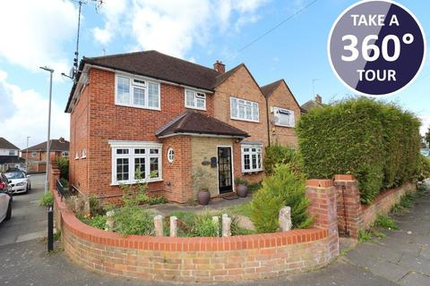 4 bedroom semi-detached house for sale - Broughton Avenue, Icknield, Luton, Bedfordshire, LU3 2AR