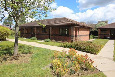 1 bedroom semi-detached bungalow for sale - 9 St. Claires Court, Lincoln LN6 0QT