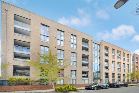 2 bedroom flat for sale - Chamberlain Court, Surrey Quays SE16