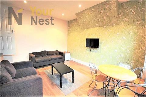 4 bedroom terraced house to rent - Woodside Avenue, Leeds, LS4 2QX