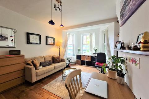 3 bedroom flat to rent - Kennington Oval, London