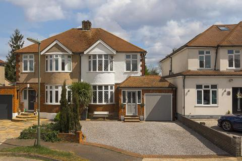 3 bedroom semi-detached house for sale - Mavis Close, Epsom