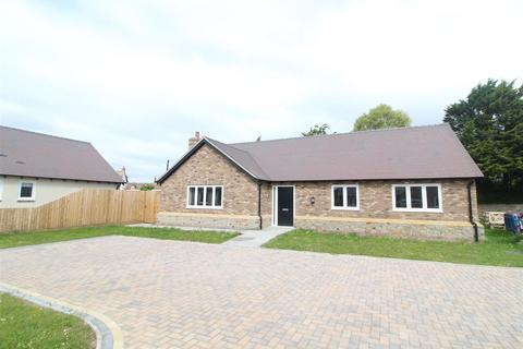 3 bedroom detached bungalow for sale - 2 Cureton Close, Westbury, Shrewsbury