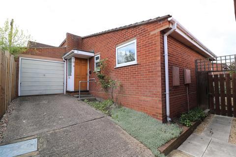 2 bedroom detached bungalow for sale - Wealden Way, Tilehurst, Reading