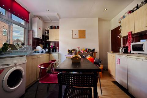 4 bedroom house to rent - Manor Drive, Leeds, West Yorkshire