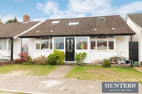 4 bedroom detached bungalow for sale - Beech Way, Epsom, KT17