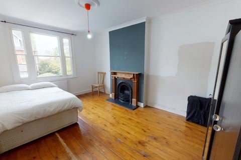 3 bedroom flat to rent - London, N22
