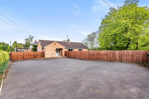 3 bedroom bungalow for sale - York Road, Tadcaster, LS24 8AU