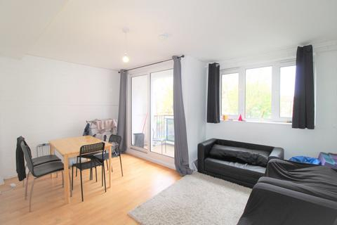 3 bedroom flat to rent - Cluny Estate, London, SE1