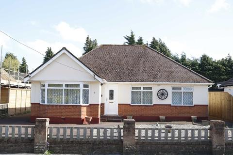 3 bedroom bungalow for sale - BH22 PENROSE ROAD, Ferndown