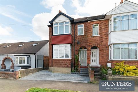 3 bedroom semi-detached house for sale - Donnington Road, KT4