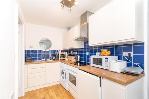 1 bedroom flat to rent - John Roll Way, London