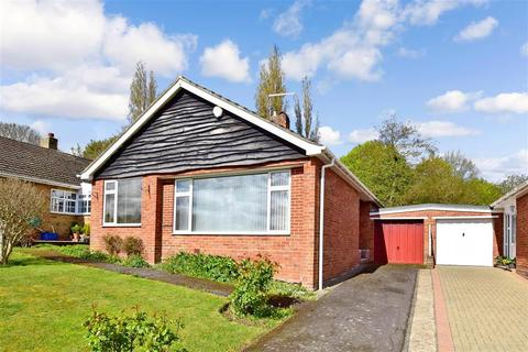 2 bedroom detached bungalow for sale - Cozenton Close, Rainham, Gillingham, Kent