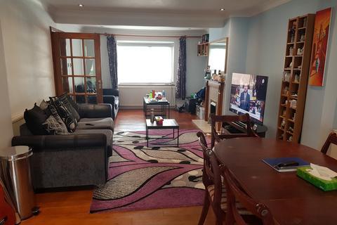 5 bedroom semi-detached house to rent - Costons Lane, UB6