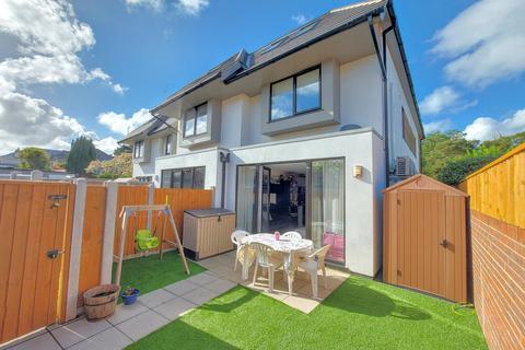 3 bedroom terraced house for sale - Victoria Park Road, Bournemouth, BH9 2