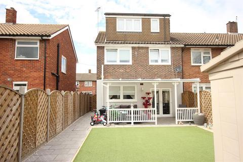 4 bedroom terraced house for sale - Luffield Road, Abbey Wood, London, SE2 9JW