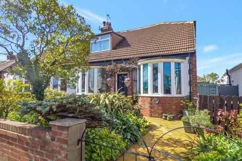 2 bedroom bungalow for sale - Cambo Avenue, Whitley Bay, Tyne and Wear, NE25 9DJ