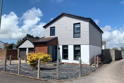 3 bedroom detached house for sale - Cowley Road, Lymington, Hampshire, SO41