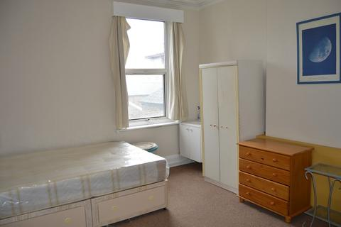 1 bedroom in a flat share to rent - Haven Green, London, Greater London. W5 2NX