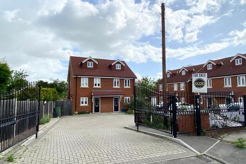 3 bedroom semi-detached house for sale - Zara Court, Granary Close, Rainham, Gillingham