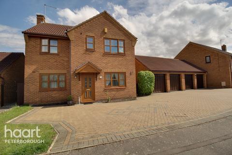 4 bedroom detached house for sale - Barkston Drive, Peterborough